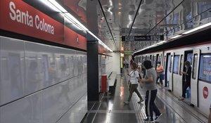 Un andén de la estación de metro de Santa Coloma de Gramenet, en la línea 1.
