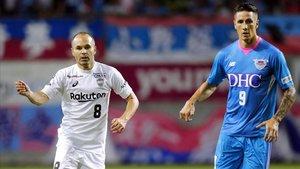 Iniesta y Torres en un partido de la liga japonesa.