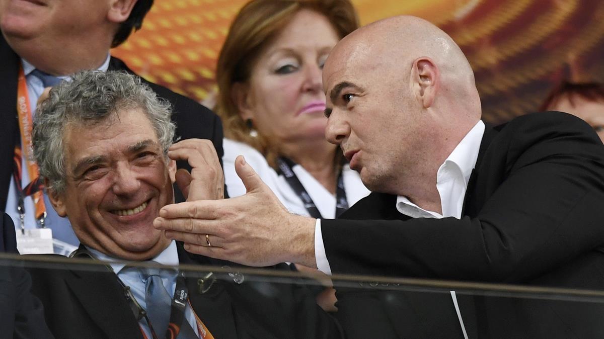 Ángel María Villar y Gianni Infantino, presidente de la FIFA.
