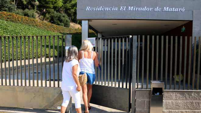Así se ha detectado el brote de coronavirus en la residencia El Mirador de Mataró. Lo explica la directora del centro, Meritxell Aguirre.
