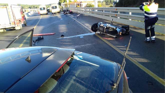 Unaconductora ebriaha arrollado este domingo a primera hora de la mañana atres motociclistas.