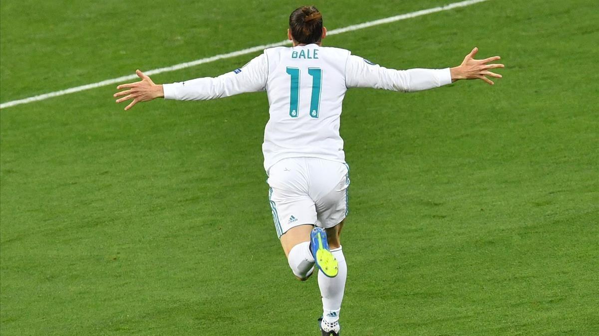 Gareth Bale celebra uno de los dos goles que marcó en la final de la Champions League que el Real Madrid ganó (3-1) al Liverpool.