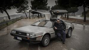 Jordi y su DeLorean, en el mirador de Horta.