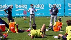 Bartomeu se reúne con los jugadores antes de que se reemprendiera la Liga pasada.