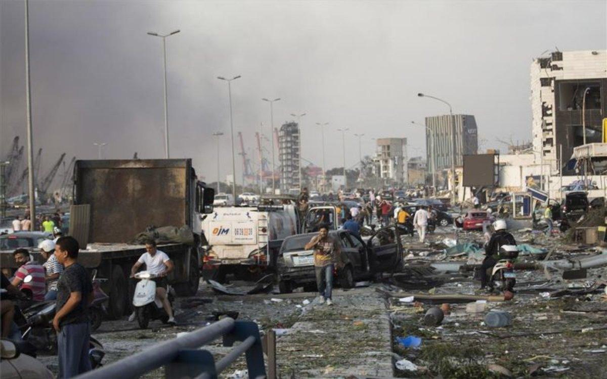 Las calles aledañas al puerto de Beirut luego de la terrible explosión.