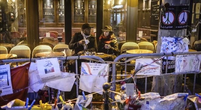 Reabre 'A la Bonne Bière', uno de los cafés atacados por los terroristas en los atentados de París