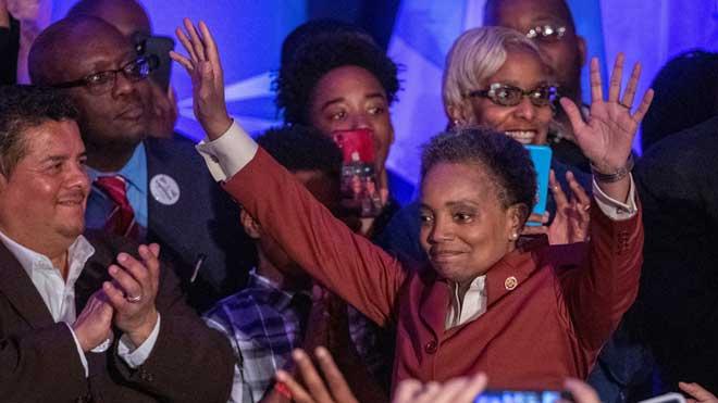 Chicago elige aLori Lightfoot, su primera alcaldesa afroamericana y lesbiana.