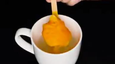 """Una científica desmunta l'últim vídeo viral sobre com ens """"enverinen"""" amb el menjar"""