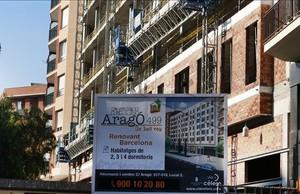 Construcción de pisos nuevos este 2016 en la calle de Aragó.