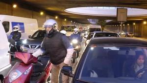 Cortado el tráfico en la ronda de Dalt de Barcelona.