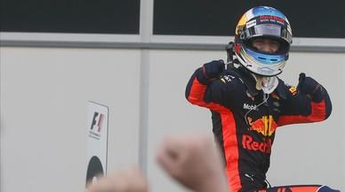 Ricciardo gana una carrera caótica