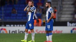 Darder y Matías Vargas se lamentan de uno de los goles encajados por el Espanyol ante el Granada.