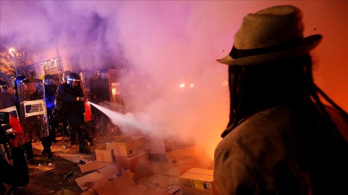 Disturbios en paseo de Gràcia.