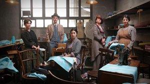 Bruna Cusí (Teresa), Àlex Monner (Luis), Elena Martin (Consuelo), Nora Navas (Clara Morgadas) y María Maroto (Antònia), en la serie La dona del segle.