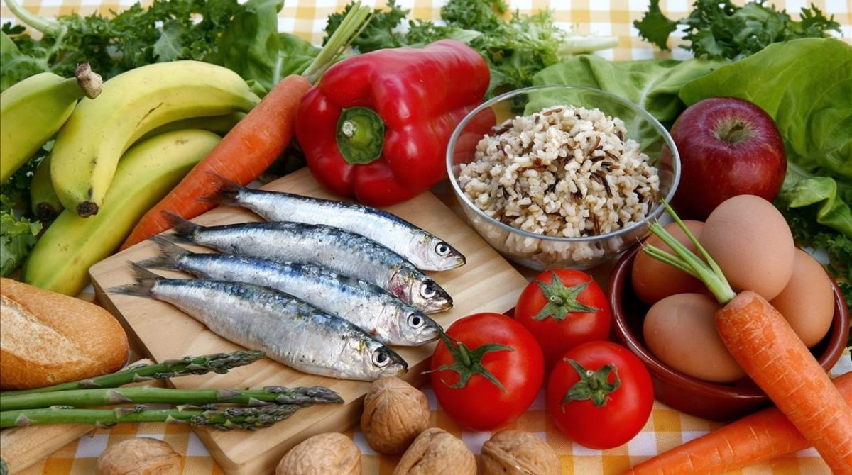 EAT propone el consumo de más frutas y verduras y menos carne roja.
