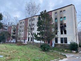 Edificio de Sabadell afectado por las llamas.
