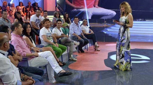 La presentadora Emma García, en el plató de 'Mujeres y hombres y viceversa'.