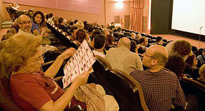 Espectadores en una sala de cine de Terrassa.