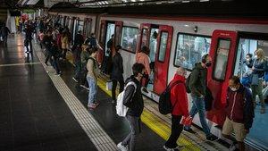 Una estación del metro de Barcelona, en una foto de archivo.