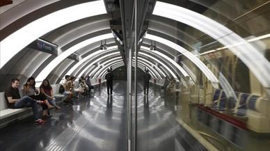 El paseo de la Zona Franca estrena sus dos paradas de metro