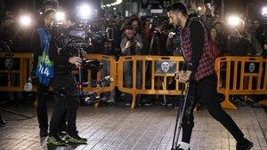 Ezequiel Garay, uno de los contagiados, entra a Mestalla la semana pasada para presenciar el encuentro ante el Atalanta italiano