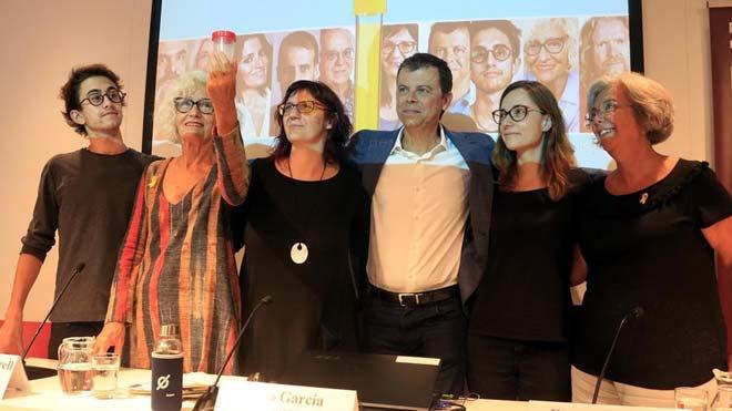 De izquierda a derecha, el instagramer Joan Grive, la artista CarmeSolé,la presidenta de Rezero, Rosa Garcia, el meteorólogo Francesc Mauri, la investigadora Magda Gasull y la doctora Elena Carreras, en la presentación de la campaña.