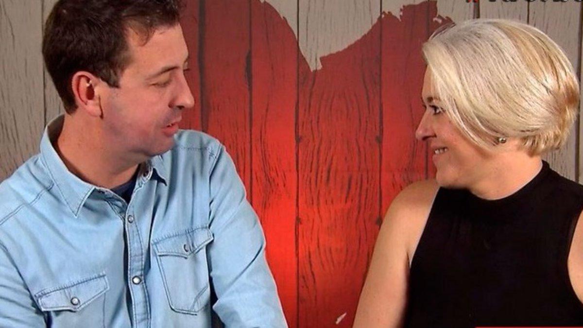 """Un participante de 'First dates' causa la risa de su cita por comerse los espaguetis con cuchara: """"Voy a parecer un cateto"""""""