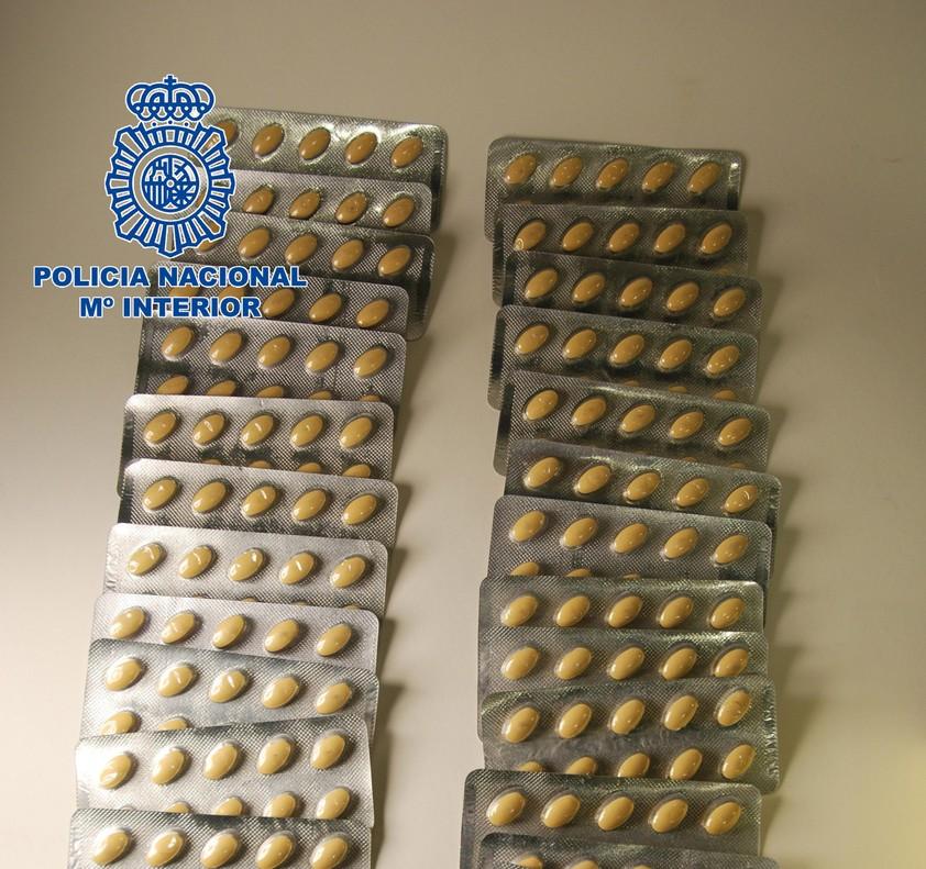 Medicamentos ilegales que se vendían por internet.
