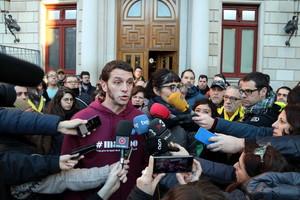 Els Mossos detenen els dos regidors de la CUP de Reus investigats per incitació a l'odi