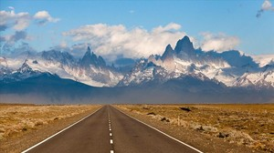 Horizontes y montañas en la Patagonia.