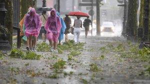 Imagen de archivo de lluvias en la avenida de la Diagonal en Barcelona.