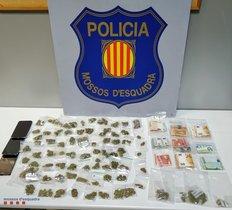 Imagen de la droga y el dinero intervenido durante la detención del grupo