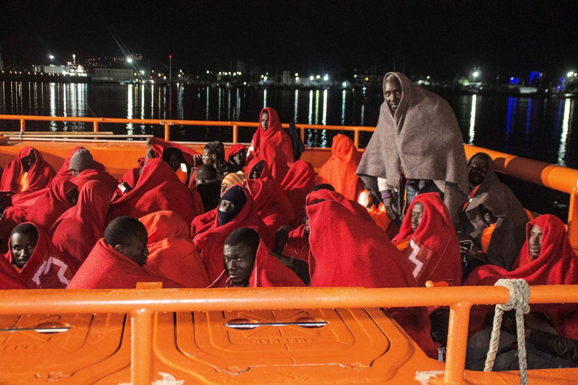 Una embarcación de Salvamento Marítimo llega al puerto de Motril, el pasado mes de enero, con inmigrantes rescatados en el Mar de Alborán.
