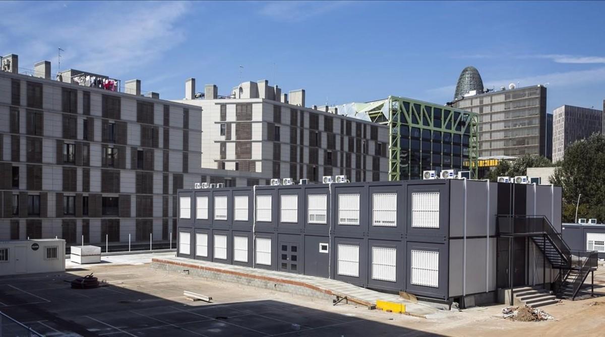 Instalaciones del nuevo instituto Maria Espinalt de Barcelona, que se inaugura este curso en barracones.