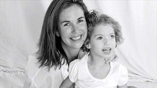 Isabel Lavín (Presidenta de la Fundación Mencía) y su hija Mencía de 7 años.