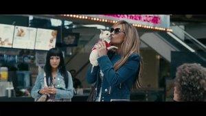 Jennifer Lopez, en el papel de Ramona, en la película 'Estafadoras de Hollywood'.