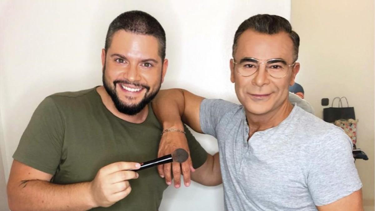 Jorge Javier junto a su maquillador.