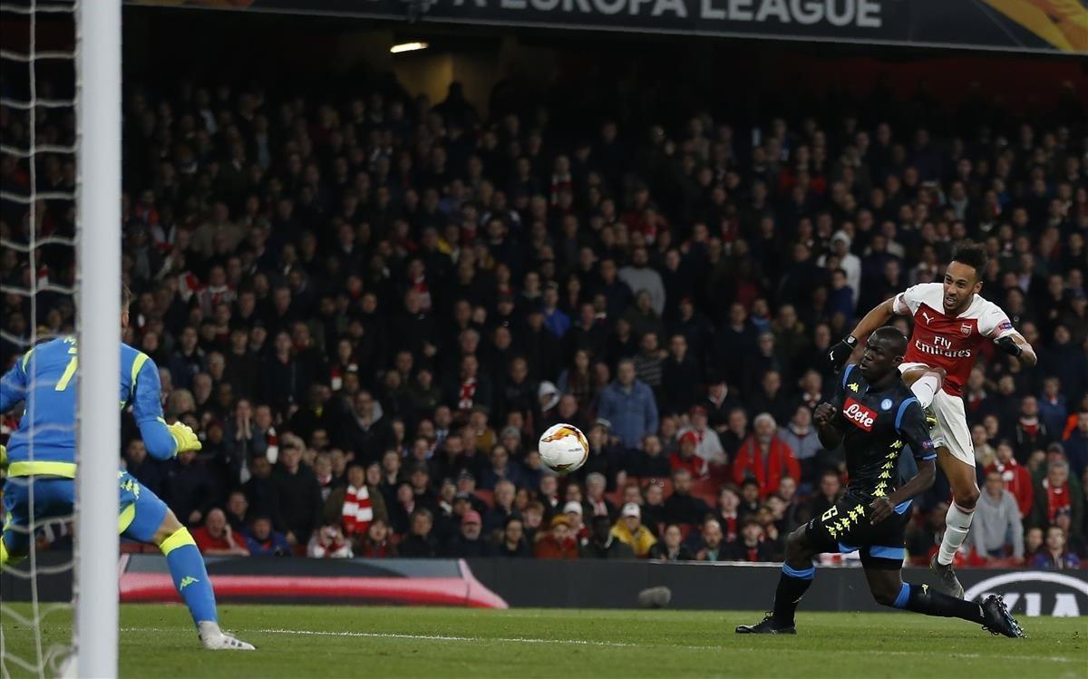 El jugador del Arsenal, el gabonés Aubameyang, en acción, en el reciente partido Arsenal-Nápoles