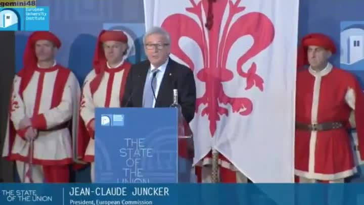 Juncker opta por el francés en vez de el francés.