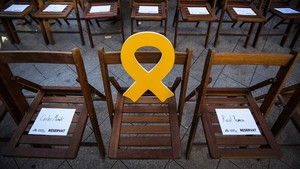 Lazo amarillo en solidaridad con Oriol Junqueras en un mitin de ERC