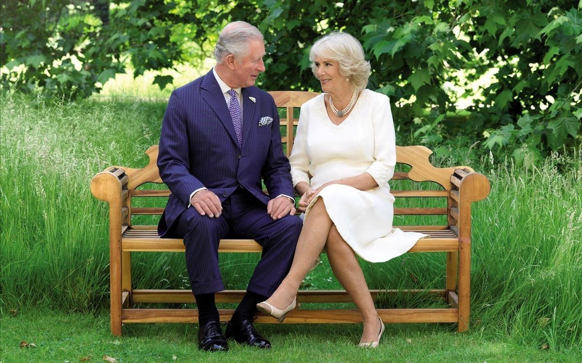 El príncipe Carlos y su esposa Camilla, en la felicitación navideña.