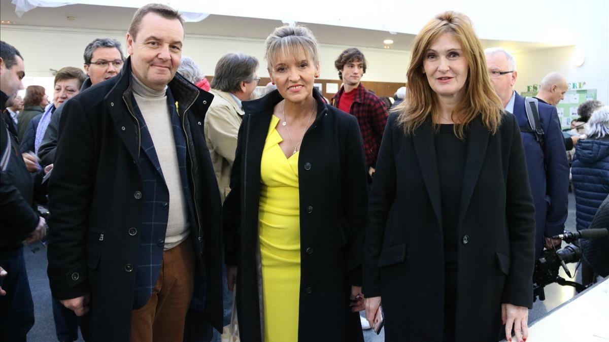 Los eurodiputados Mark Demesmaeker, Martina Anderson y Marie-Pierre Vieu visitan el CEIP Pau Romeva, de Les Corts.