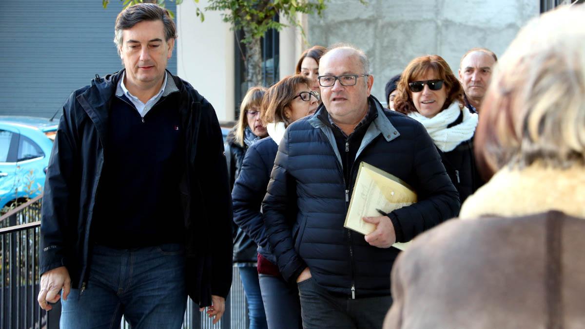 Profesores de tres escuelas de la Seu dUrgell, en Lleida, han acudido hoy a declarar ante el juez de Primera Instancia.