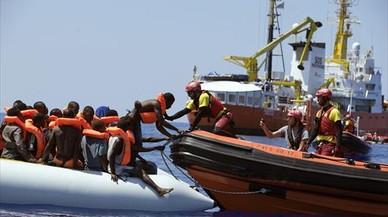La Eurocámara pide no criminalizar a las oenegés que rescatan inmigrantes