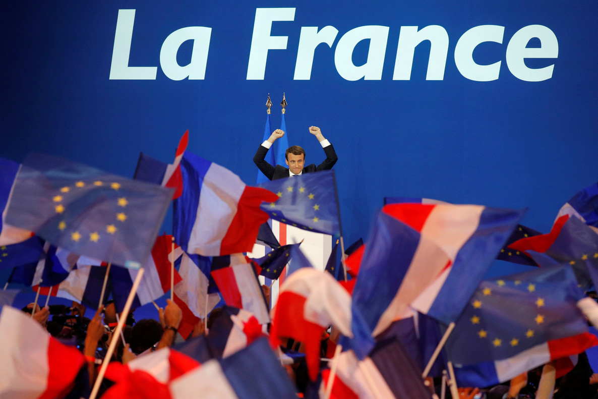 Emmanuel Macron, head of the political movement En Marche !, or Onwards !, and candidate for the 2017 French presidential election, celebrates after partial results in the first round of 2017 French presidential election, at the Parc des Expositions hall in Paris, France April 23, 2017. REUTERS/Philippe Wojazer
