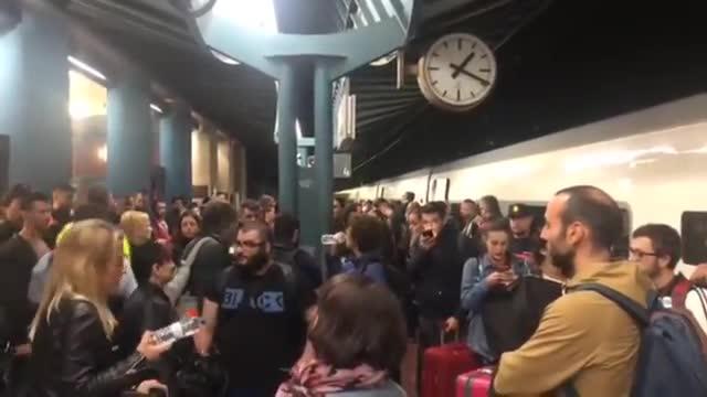 Más de 300 pasajeros han permanecido retenidos durante horas en la estación deUlldecona.