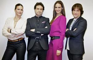 La presentadora Eva González (en el centro), junto a los jurados del concurso Samantha Vallejo-Nágera, Pepe Rodríguez y Jordi Cruz.