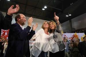 Miquel Iceta, Carme Chacón y Susana Díaz, ayer en el acto electoral celebrado en el pabellón de Sant Ildefons en Cornellà.