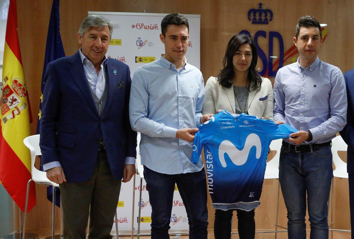 Unzué (a la izquierda), con Torres y Mora, junto a María José Rienda, en la sede del CSD.