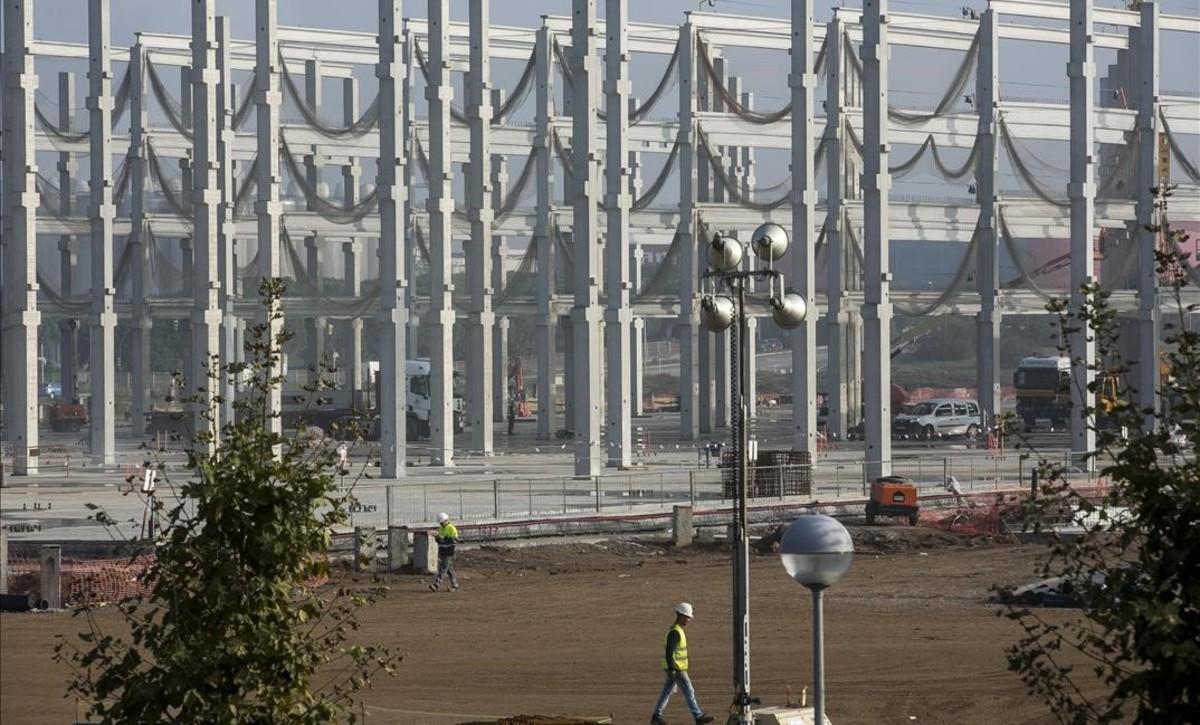 Obras del nuevo centro logístico de Amazon en El Prat de Llobregat, que generará 1.500 empleos.